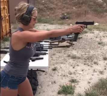 Девушки и оружие часть 1