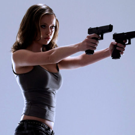 Крутые девушки и современное оружие