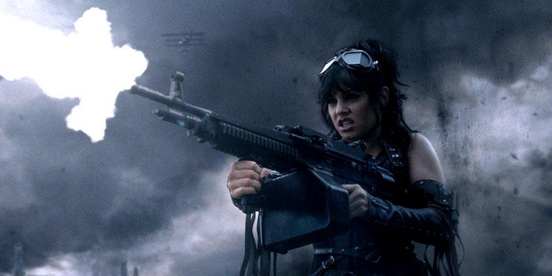 Девушка с пулемётом!