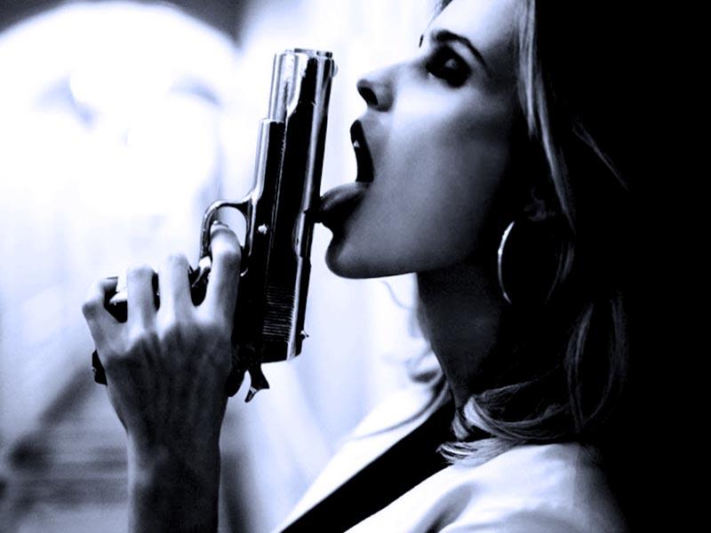 Девушки и пистолет